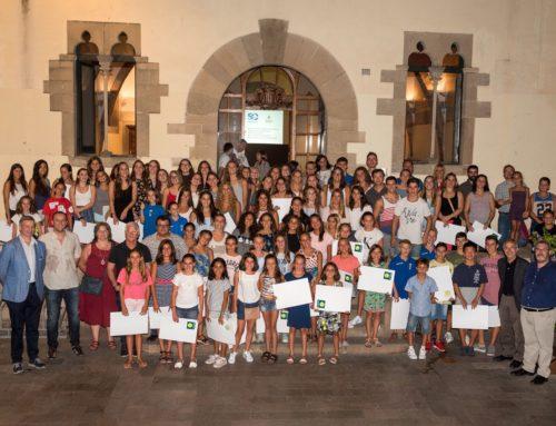 L'Ajuntament de Granollers rep el centenar d'esportistes del Club per les medalles obtingudes durant la temporada 2016-17
