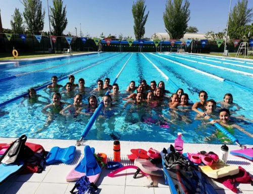 La Delegació del Vallès reuneix una trentena de nedadors en el darrer entrenament conjunt de la temporada