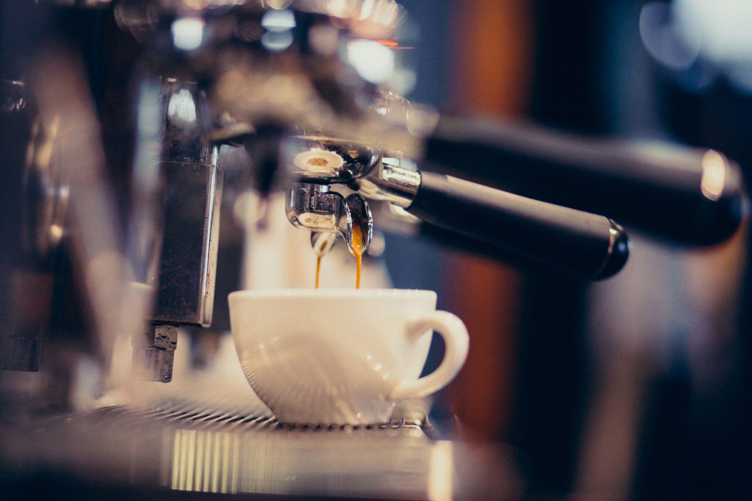 Procediment obert per a la licitació del contracte d'explotació del servei de cafeteria i bar